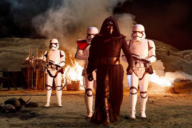 «Звездные войны» вошли втройку самых кассовых картин вмире