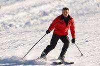 Лыжник показал экстремальный трюк.