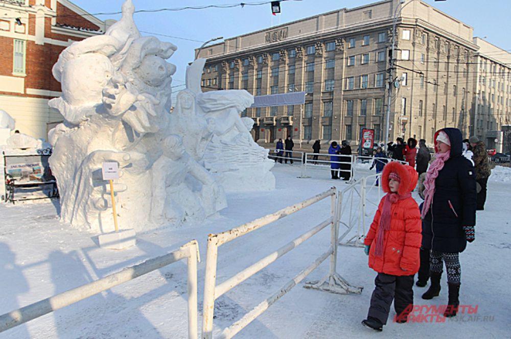 Каждому участнику подготовили трёхметровые кубы из снега, которые они превратили в статуи.