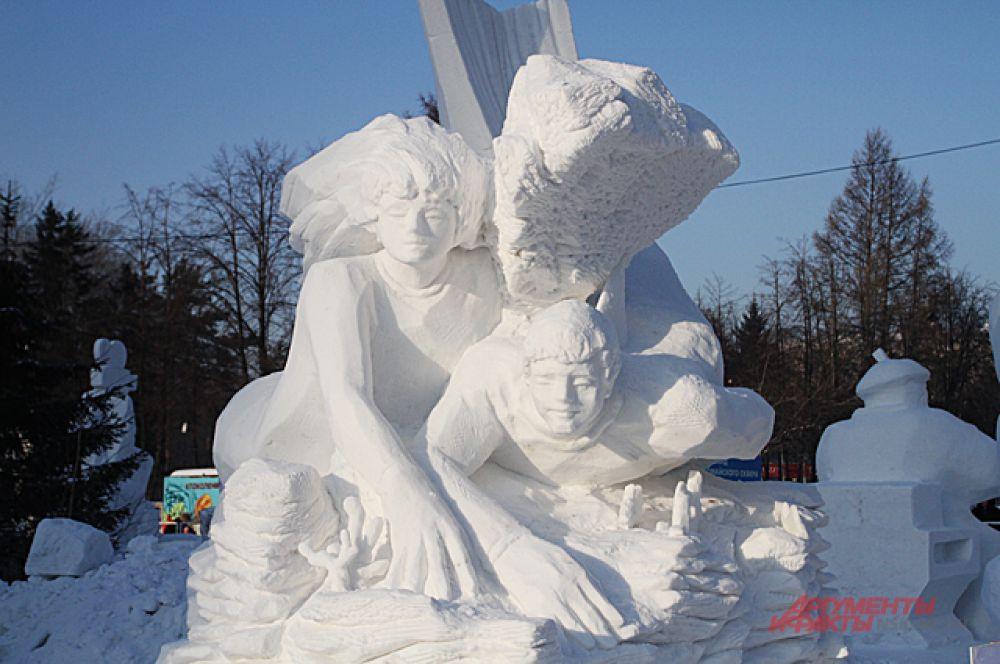 Первое место и кубок победителя заслужила команда из Бийска, за снежную композицию - «Человек-амфибия».