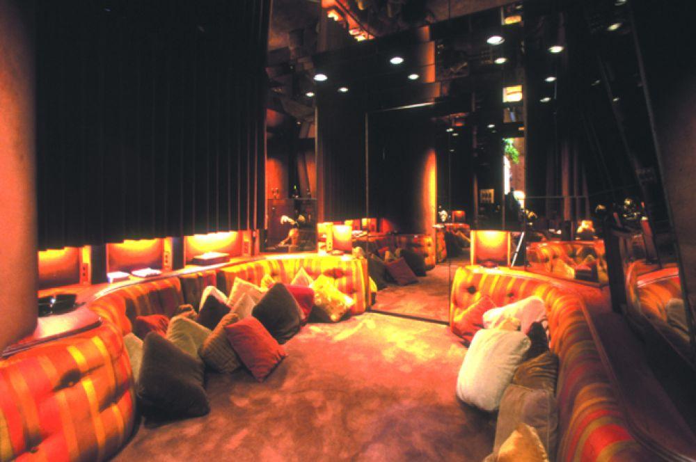 На территории есть отдельное здание, которое называется Игровой дом, на фото одна из его комнат.
