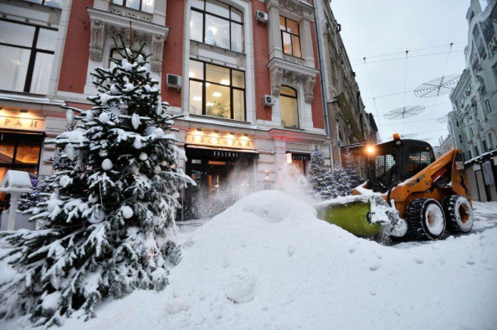 Это самый сильный снегопад в столице с начала зимы.