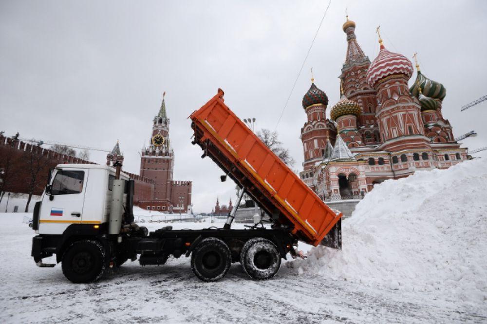 В Москве снег начался вечером 12 января и шел всю ночь.