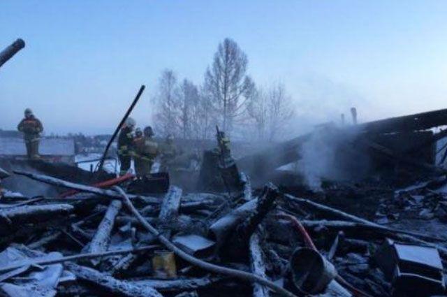 Дом выгорел полностью.