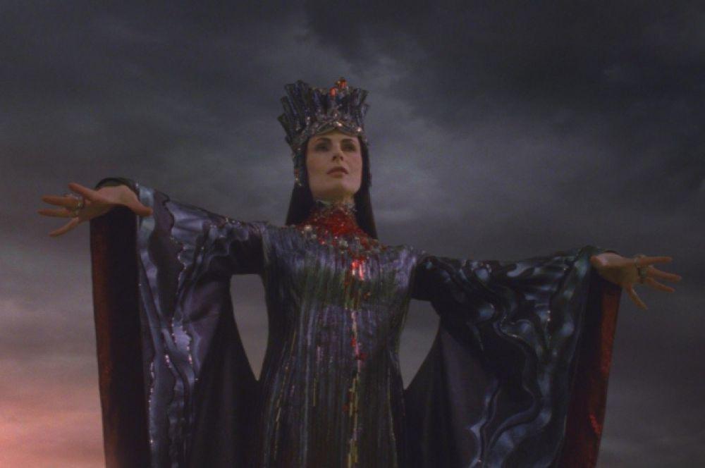 Есть в арсенале Апексимовой и роль в фэнтези – она сыграла Каменную Княжну в сказке «Книга мастеров».