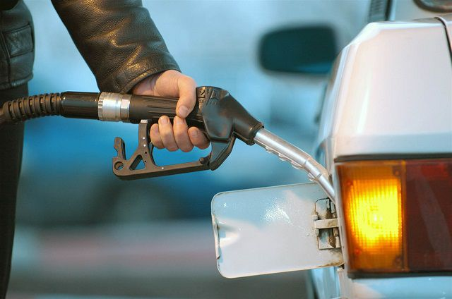 В среднем на заправке одного бака бензином новосибирцы сэкономят теперь 2 рубля