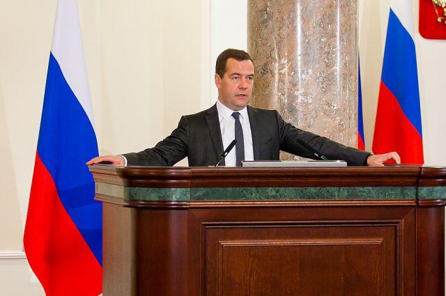 Медведев поручил мобилизоваться на акцию распродажи Российской Федерации руководство РФтакже займется обрезанием расходов