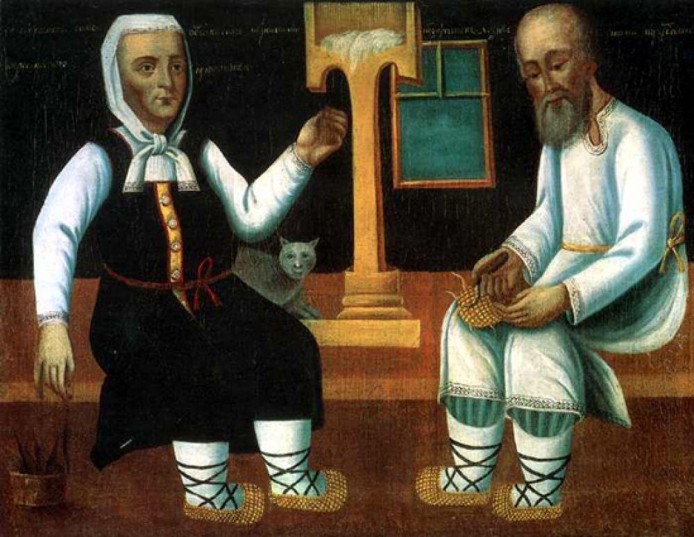 Что касается обуви, в деревне крестьяне, как правило, носили лапти, а в городе – сапоги. Сапоги шили из цветной кожи, сафьяна, бархата, парчи, часто украшали вышивкой. Подковы и гвозди могли быть серебряными, носки и каблуки украшались жемчугом и драгоценными камнями.