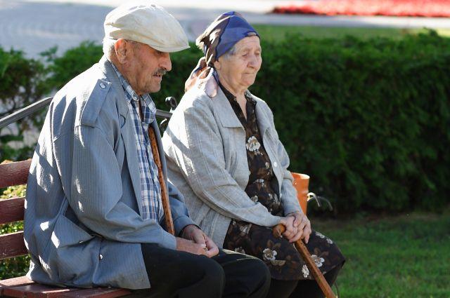 Пожилых тоже забирают в приёмные семьи.