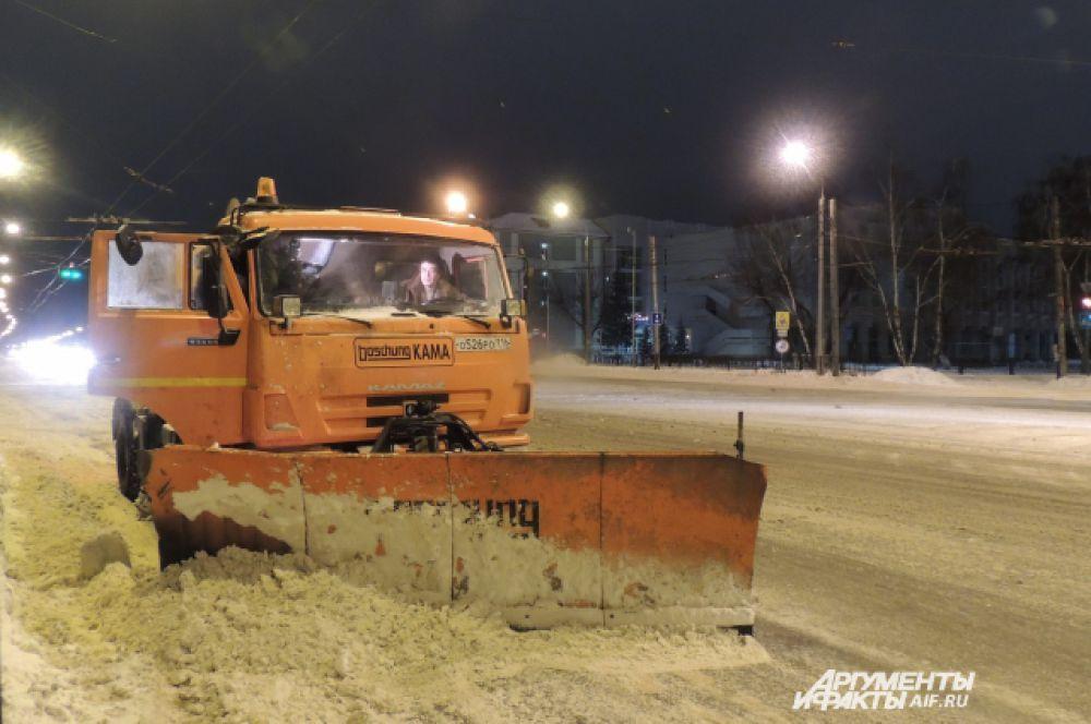 В первую очередь после снегопадов очищают остановочные карманы общественного транспорта и остановки