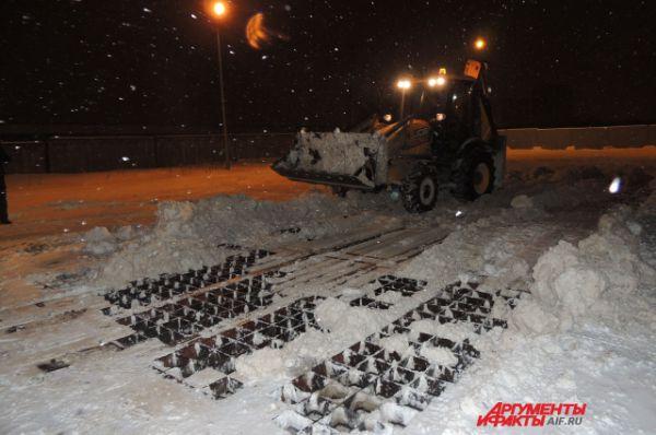 Снег попадает обратно в канализацию, предварительно его очищают.