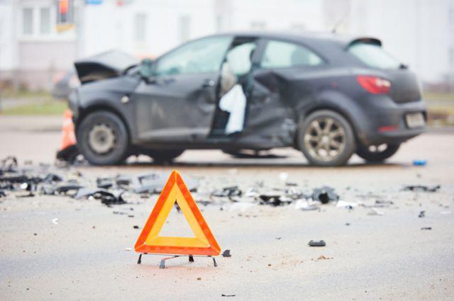 На Красноярском тракте столкнулись две иномарки.