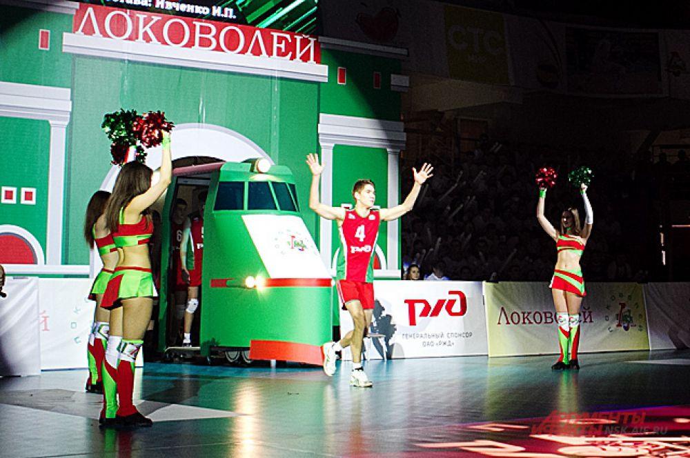 Перед финальным матчем зрители увидели красочное шоу.
