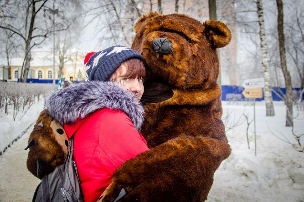 Объятья с медведем.