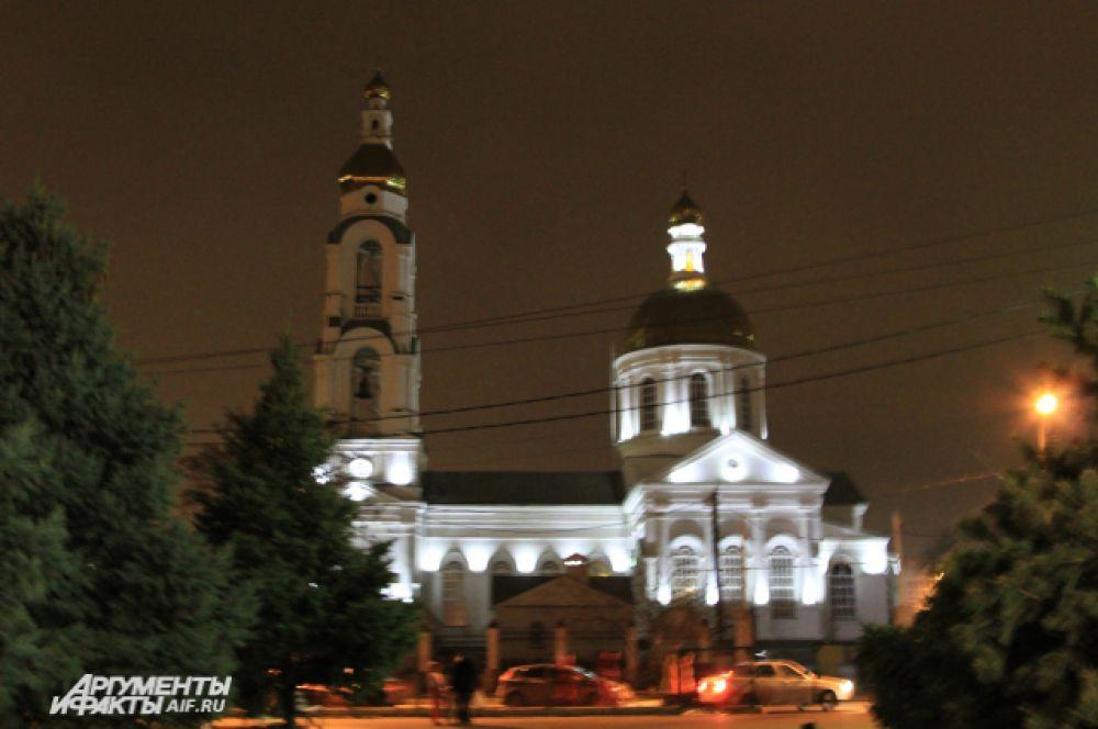Храм Преполовения Пятидесятницы работал всю ночь без перерыва.