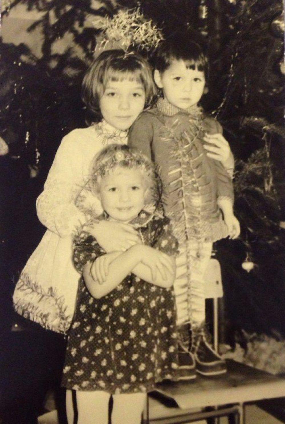 Участник №9. Сестры Катя, Лиза и Тома Ащепковы. 1994 год.