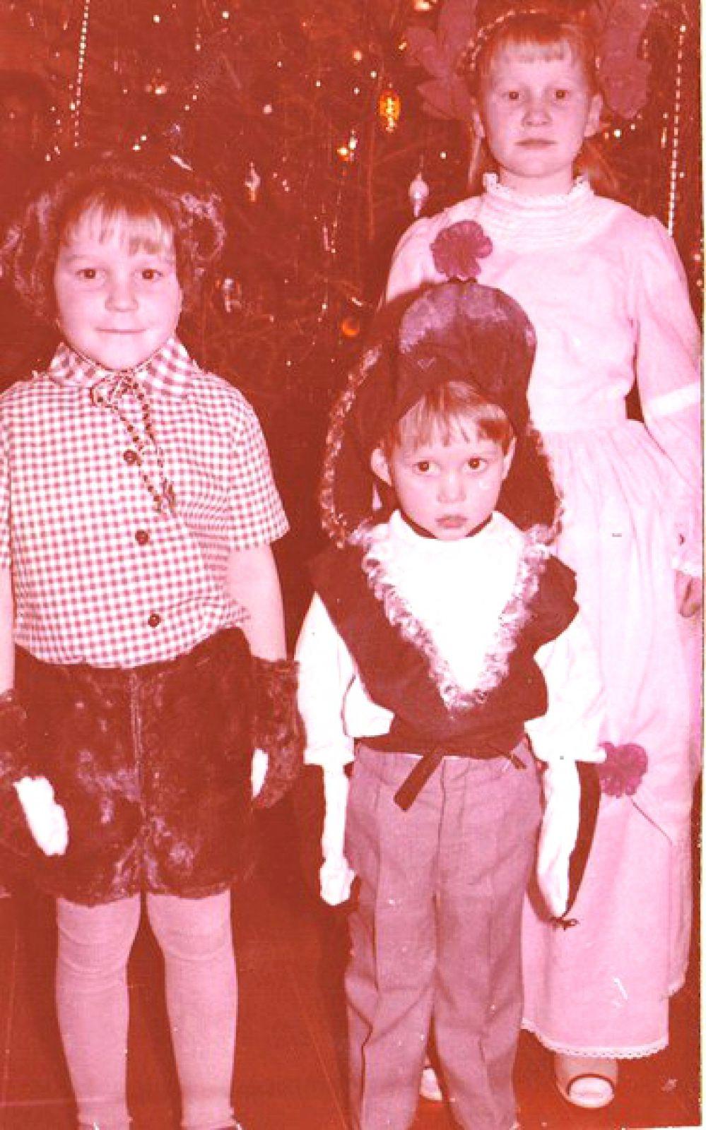 Участник №1. Елена Рублева с братьями Иваном и Василием. 1989 год.