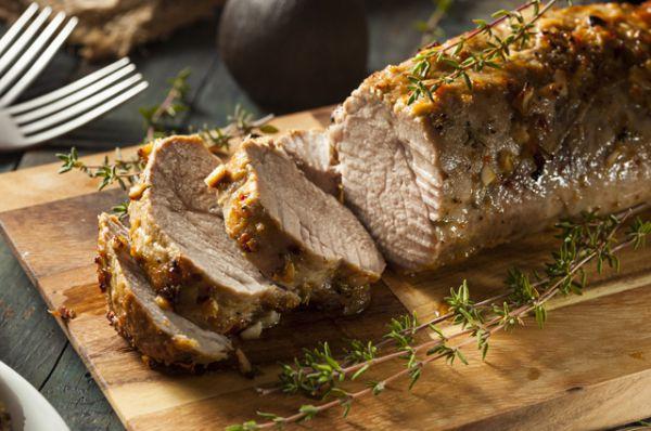 Свинину часто ругают за ее жирность и поэтому считают не слишком полезным мясом. Тем не менее, в ней содержатся почти все витамины группы B в очень большом, не характерном для мяса количестве. Свинина усваивается несколько хуже, чем остальные виды мяса, зато в ней много питательных веществ и минералов. В больших количествах свинина может нанести вред организму, она может даже нарушить обмен веществ и привести к ожирению. Опасна она еще и тем, что в ней могут находиться паразиты, поэтому ее надо всегда очень тщательно готовить.