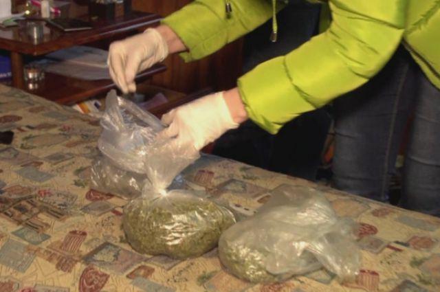 Среди мольбертов и красок в доме у художников нашли более килограмма марихуаны и 0,8 граммов гашиша.