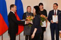 Премьер-министр Дмитрий Медведев вручил премию Правительства РФ в области СМИ журналистам «АиФ».