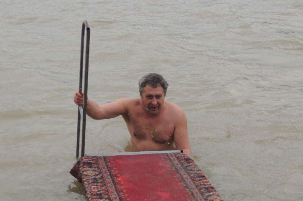 Согреться после купания в реке можно было у настоящего костра.