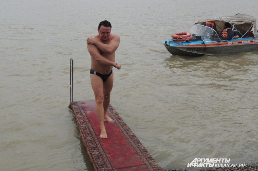 Температура воды в реке Кубань 4-8 градусов.