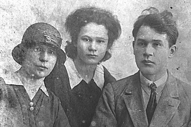Венедикт Петраков с женой и дочерью.