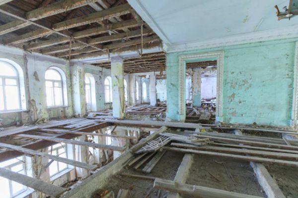 В 2013 г. компания «Ренессанс-Дон» объявила о намерении открыть обновленный отель под брендом «Кемпински», однако конце 2014 года инвесторы от проекта отказались.