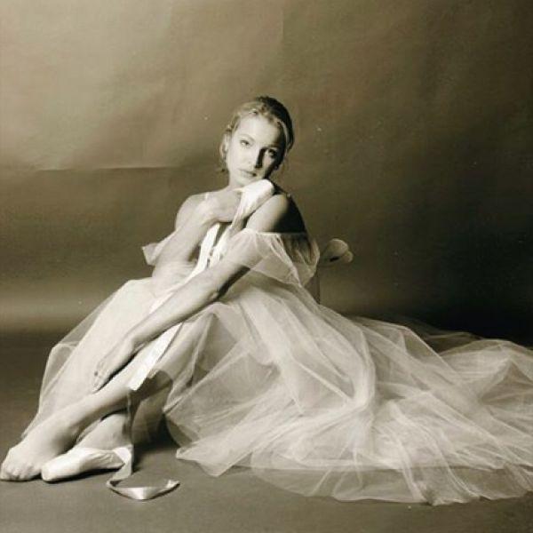 izvestnaya-russkaya-balerina-blondinka-smotret-krupnim-planom-na-vaginu-video