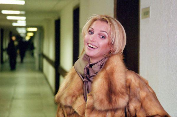 В 2003 году администрация Большого театра отказалась подписать с балериной очередной контракт, и Волочкова была официально уволена из труппы. Формальным поводом стало то, что балерина не соответствует требованиям физической формы и ей невозможно подобрать партнёра.