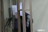 На судебном заседании Халидин Халилов спрятался от журналистов.