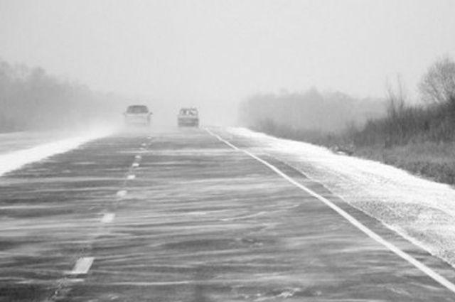 Спустя несколько дней после ухода снежной бури, дорожная обстановка в районе начинает налаживаться.