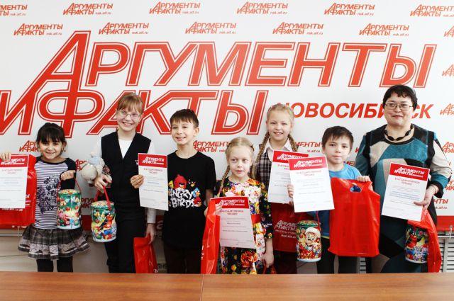 Участники получили сладкие подарки и грамоты.