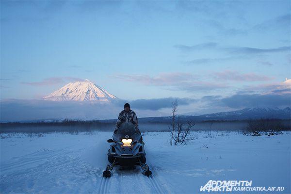 Снегоходные экскурсии к подножию вулкана.
