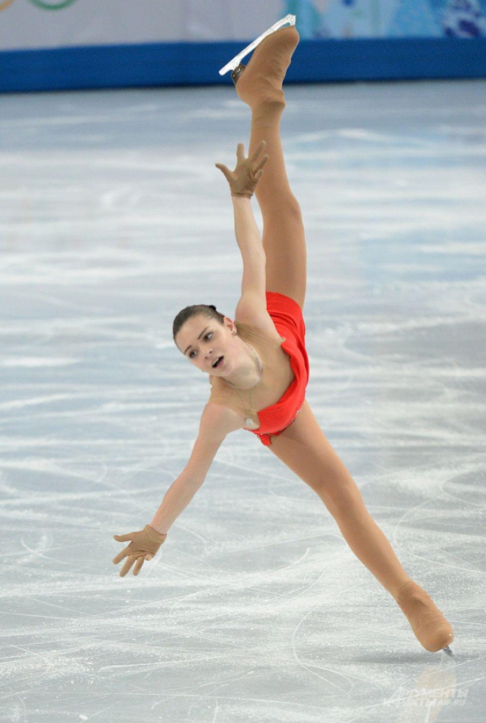 У каждой из фигурных дисциплин есть свои обязательные элементы: в женском и парном катании спортсмены должны исполнять спираль (длительное скольжение с поднятой ногой), в танцах на льду – дорожку шагов.