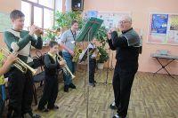 В оркестре дети адаптируются быстрее.