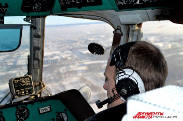 Чтобы стать командиром экипажа, нужно пролетать 1-2 года вторым пилотом и набраться опыта.