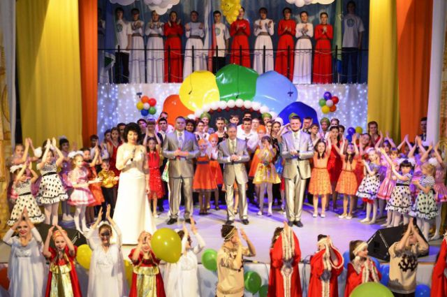 На церемонии открытия Года детства в поселке Излучинск.