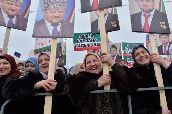 В ответ на это был запущен флешмоб в поддержку главы Чеченской Республики, который подхватили звезды российской эстрады, актеры, политики. Популярным в социальных сетях стал хэштег #КадыровпатриотРоссии