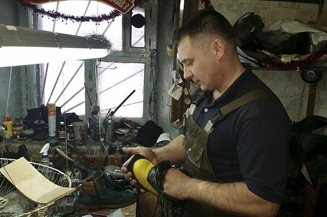 Сейчас работники ремонта обуви фактически дарят сапогам и ботинкам вторую жизнь.
