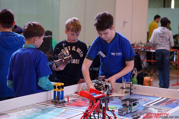 В рамках фестиваля пройдут соревнования по нескольким направлениям, победители которых получат право участвовать в «РобоФесте-2015», который состоится в Москве.