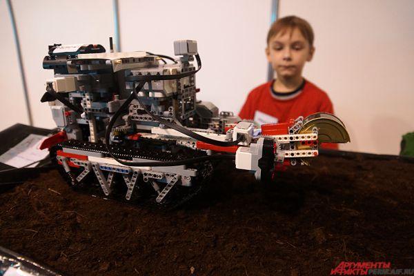 Робот-огородный трактор, способный поливать и вскапывать почву одновременно.
