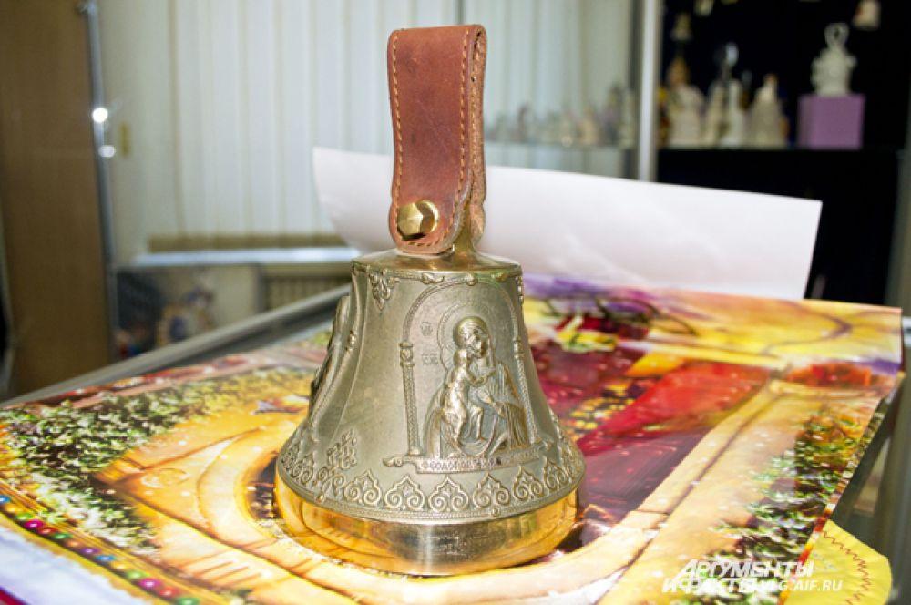 Колокольчик из коллекции Сергея Горнякова. Отлит на заводе, который делает церковные колокола.
