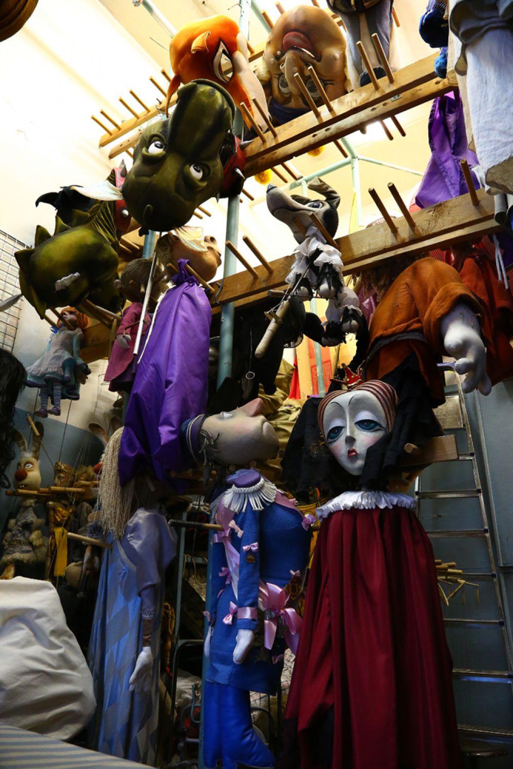 Сейчас на складах и хранилищах театра находится примерно тысяча кукол