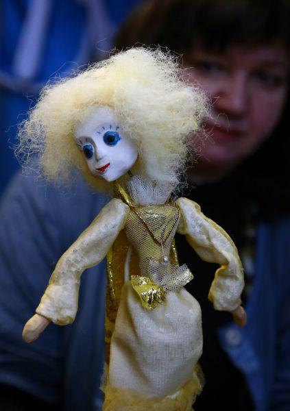 Актеры из театра верят, что куклы разговаривают между собой