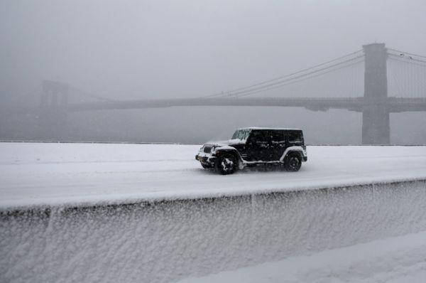 У Бруклинского моста в Нью-Йорке.