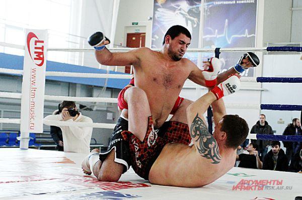 Большинство россиян до сих пор считают смешанное единоборство кровавым спортом.