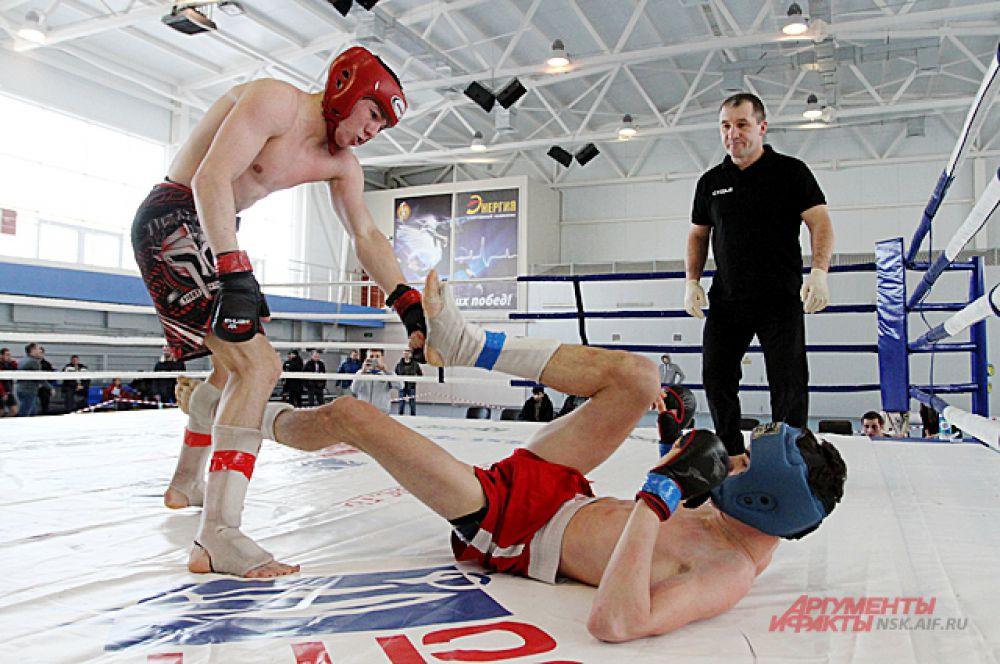 Во время атаки спортсмен не забывает, что противника нельзя травмировать.