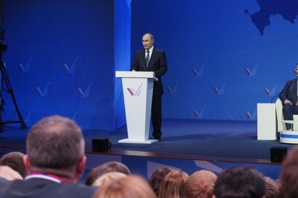 Владимир Путин отметил символическое значение того, что первый форум прошел на агропромышленном Юге России, в Ставропольском крае.