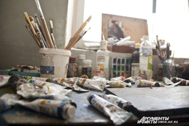 Художников заставляют платить арендную плату за пользование мастерскими.